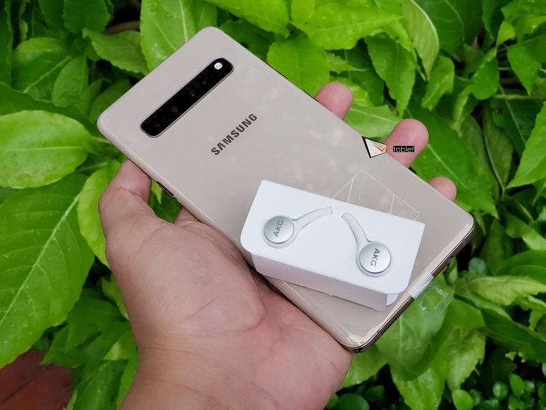 Trên tay tai nghe AKG Samsung Galaxy S10 chính hãng