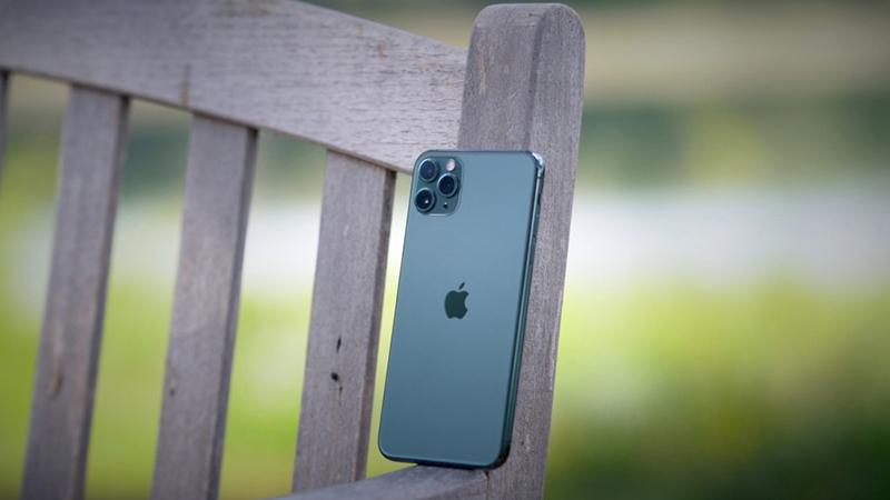 Điện thoại iPhone 11 Pro 256GB | Thiết kế với bộ ba camera nổi bật