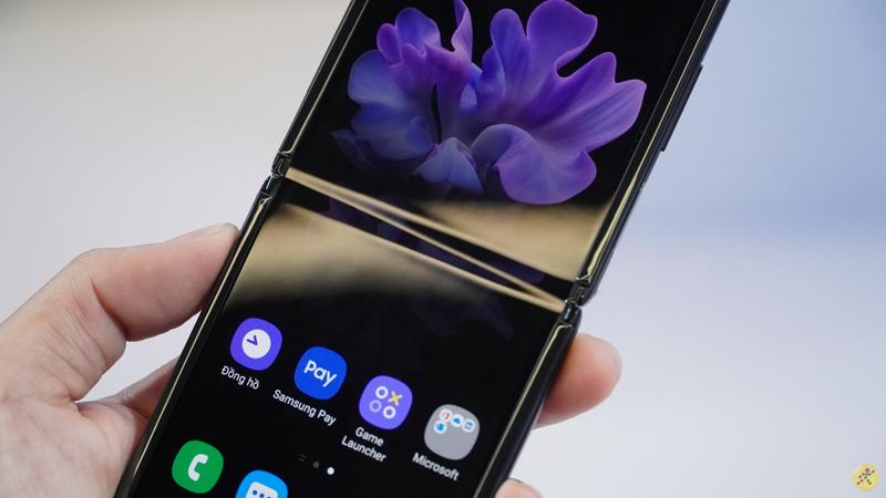 Điện thoại Samsung Galaxy Z Flip | Thời lượng pin tốt