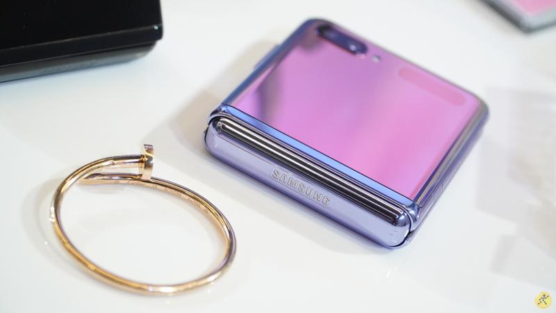 Điện thoại Samsung Galaxy Z Flip | Siêu phẩm công nghệ 2020