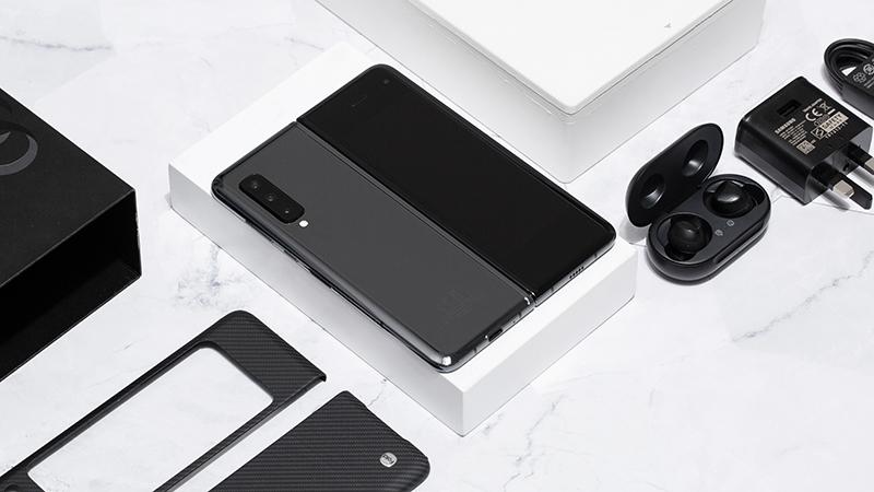 Thiết kế mặt lưng của điện thoại Samsung Galaxy Fold chính hãng
