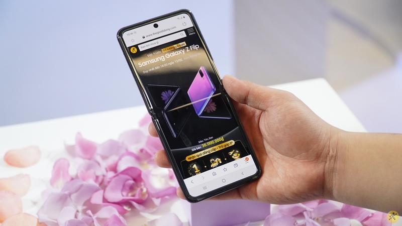 Điện thoại Samsung Galaxy Z Flip | Đột phá thiết kế màn hình gập