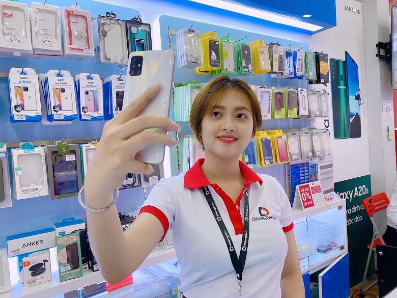 Đánh giá nhanh Galaxy A51: Màn hình giọt nước, 4 camera, pin trâu