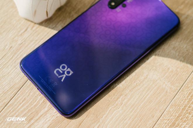 Đánh giá chi tiết Huawei Nova 5T: Thiết kế trẻ, cấu hình cao, đáng mua không? - Ảnh 1.