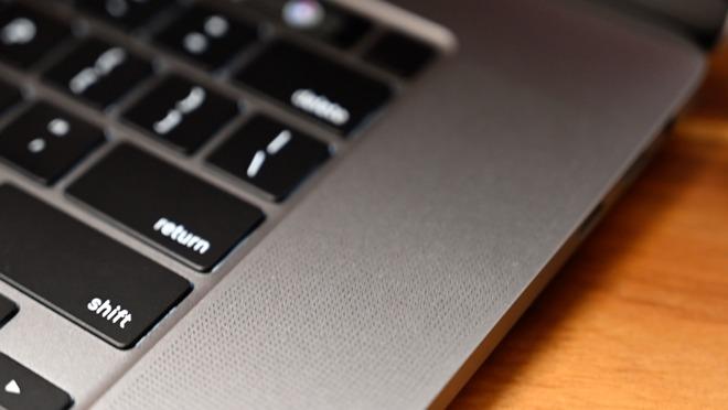 MacBook Pro 16 inch 03