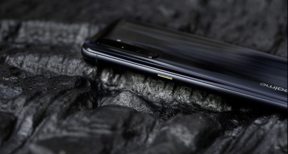 Điện thoại Realme X50 Pro Player Version có 1 thiết kế sang trọng bóng bẩy