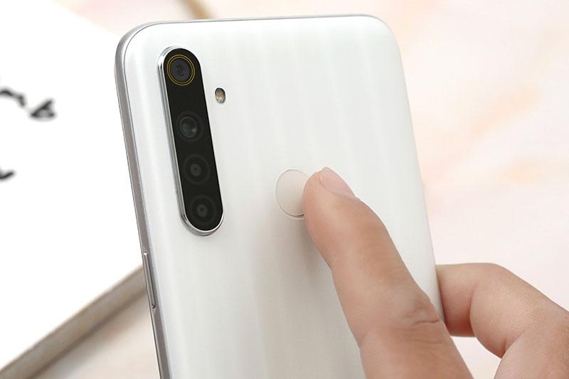 Điện thoại Realme 6i | Cảm biến vân tay ở mặt lưng