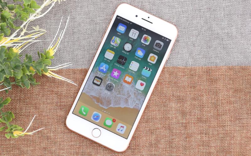 Thiết kế sang trọng, bóng bẩy - iPhone 8 Plus 128GB