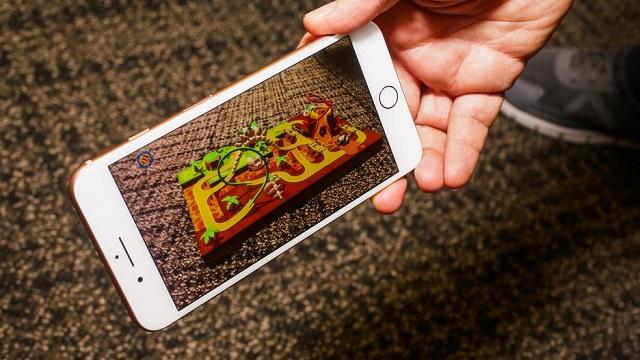 Chơi game trên điện thoại iPhone 8