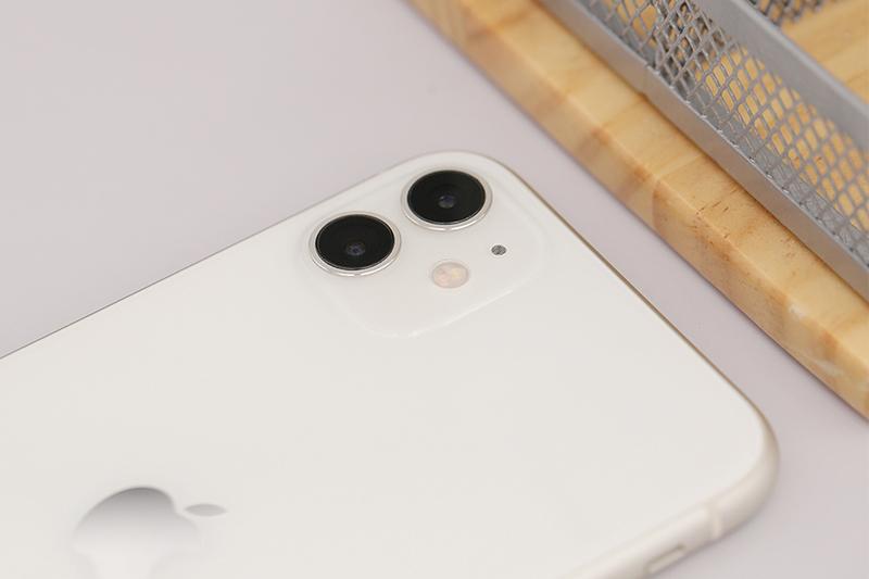 Điện thoại iPhone 11 256GB | Cụm camera kép ở mặt sau