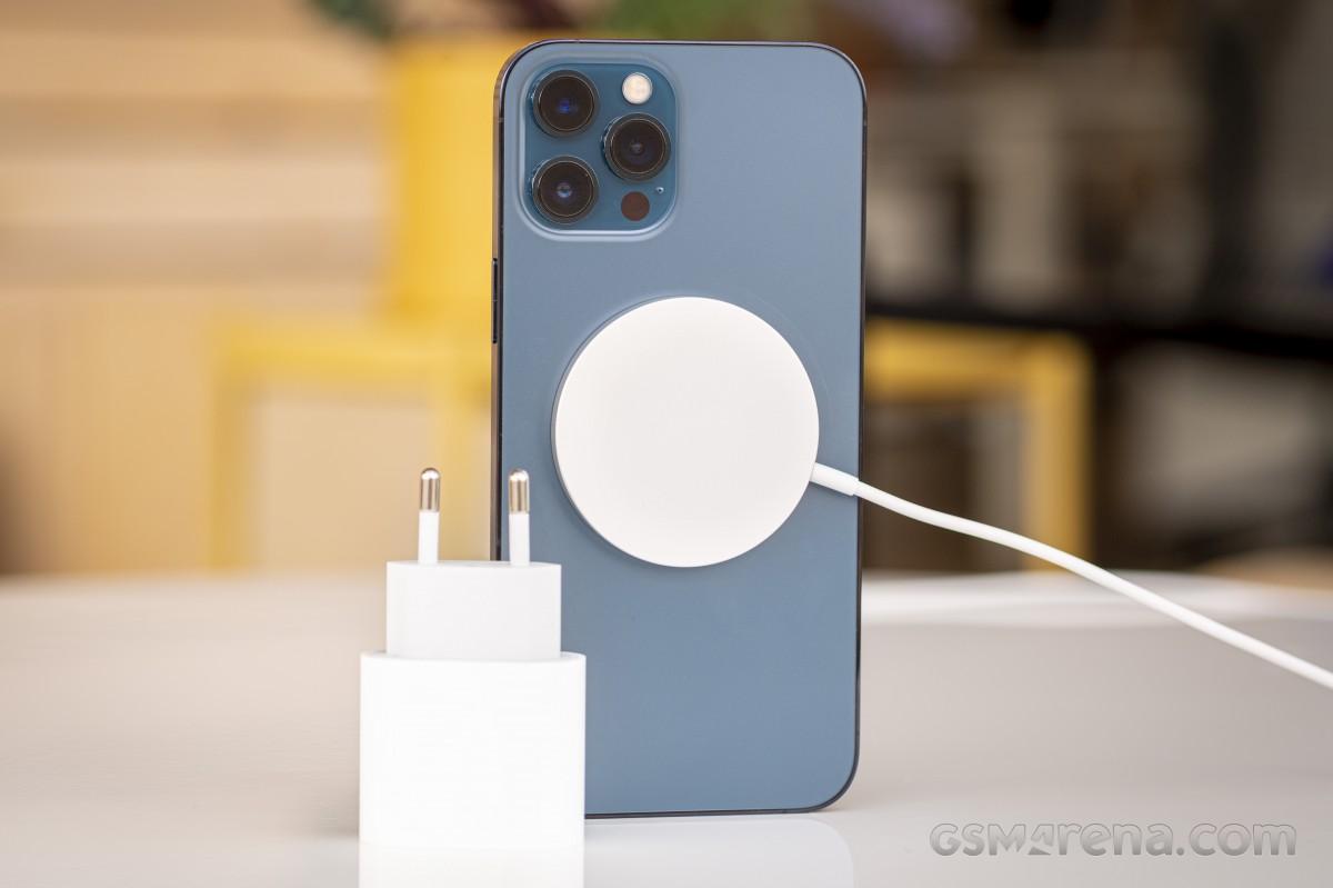 Sforum - Trang thông tin công nghệ mới nhất gsmarena_009-2 Đánh giá iPhone 12 Pro Max: Thiết kế sang trọng, cấu hình mạnh mẽ cùng camera ấn tượng