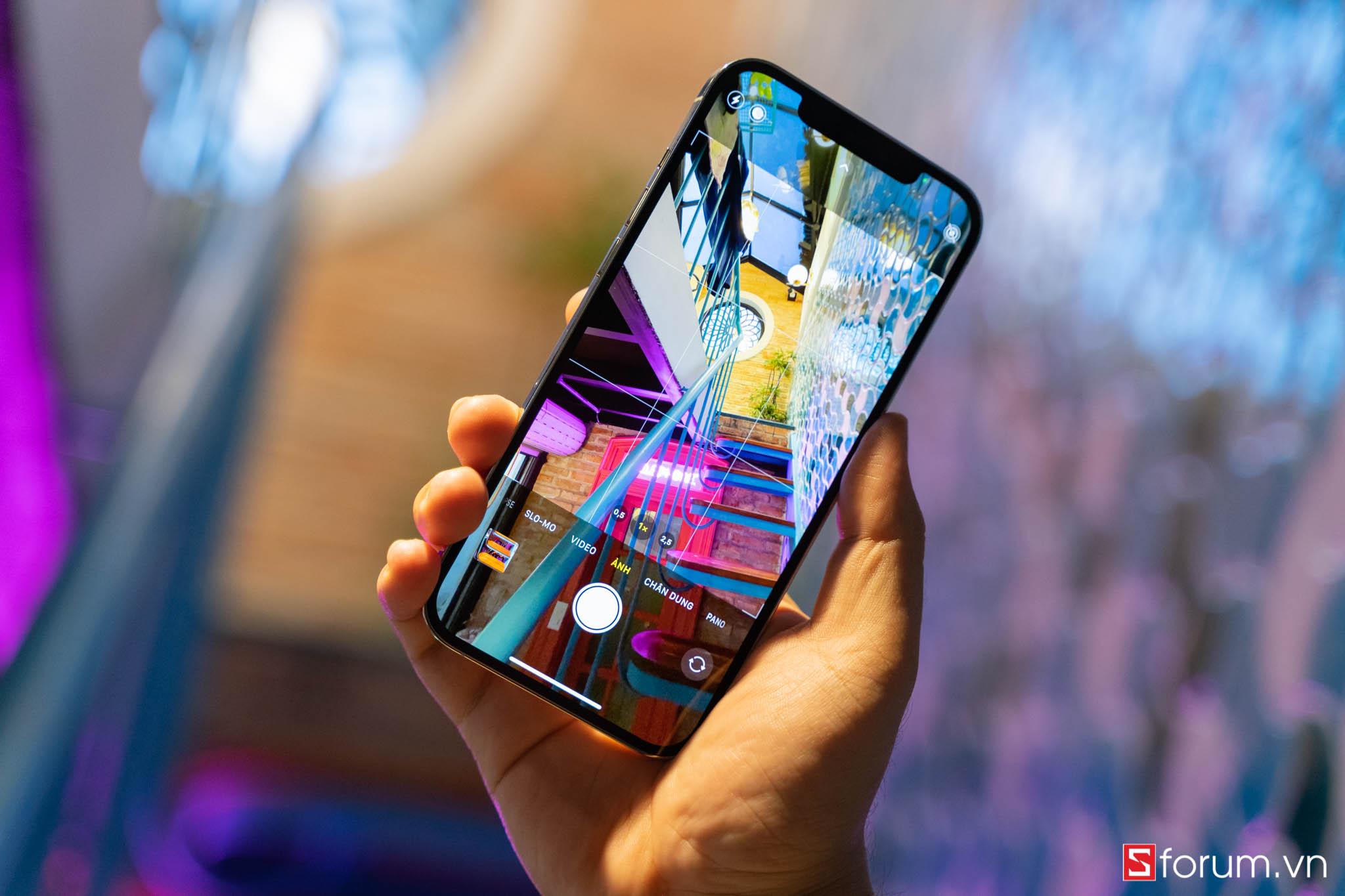 Sforum - Trang thông tin công nghệ mới nhất iPhone-12-pro-max-logo-9 Đánh giá iPhone 12 Pro Max: Thiết kế sang trọng, cấu hình mạnh mẽ cùng camera ấn tượng