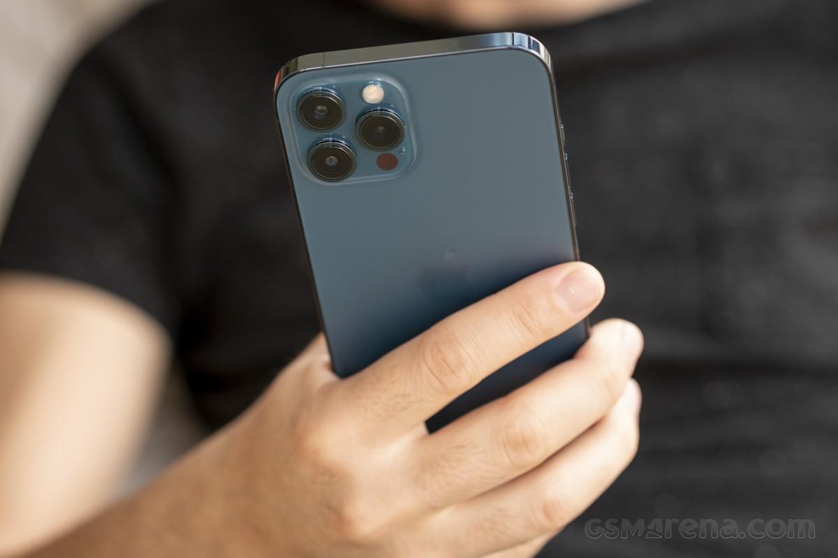 Sforum - Trang thông tin công nghệ mới nhất gsmarena_036 Đánh giá iPhone 12 Pro Max: Thiết kế sang trọng, cấu hình mạnh mẽ cùng camera ấn tượng
