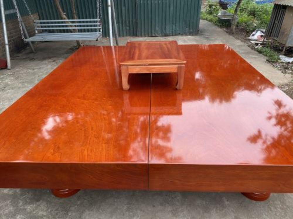 Sập gỗ Xoan Đào có lớp vân sáng, bóng, đẹp, đều màu