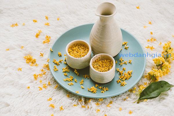 Sử dụng quế hoa trong chè dưỡng nhan giúp món ăn này tăng thêm hương vị