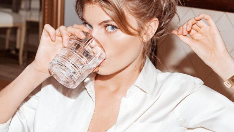 Nên uống nhiều nước giúp cơ thể hấp thụ collagen tốt hơn