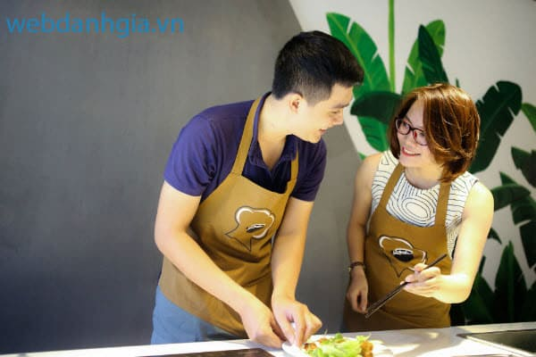 Chế biến món ăn ngon miệng tại nhà cùng những người thân trong gia đình một cách đơn giản