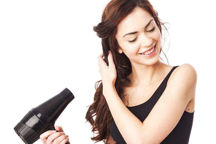Duy trì nhiệt độ sấy phù hợp để giữ nếp cho tóc layer