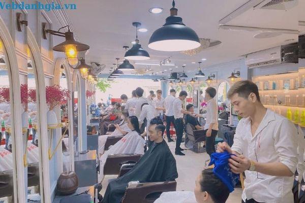 Viện tóc Maliver luôn đông khách, nhân viên phục vụ nhiệt tình