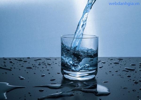 Uống nước điện giải ion kiềm có tốt?