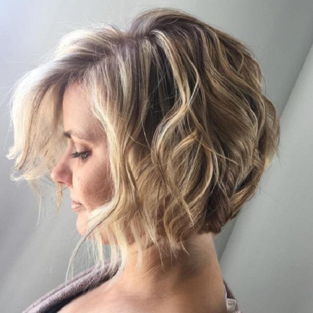 kiểu tóc layer nữ ngắn uốn nhẹ