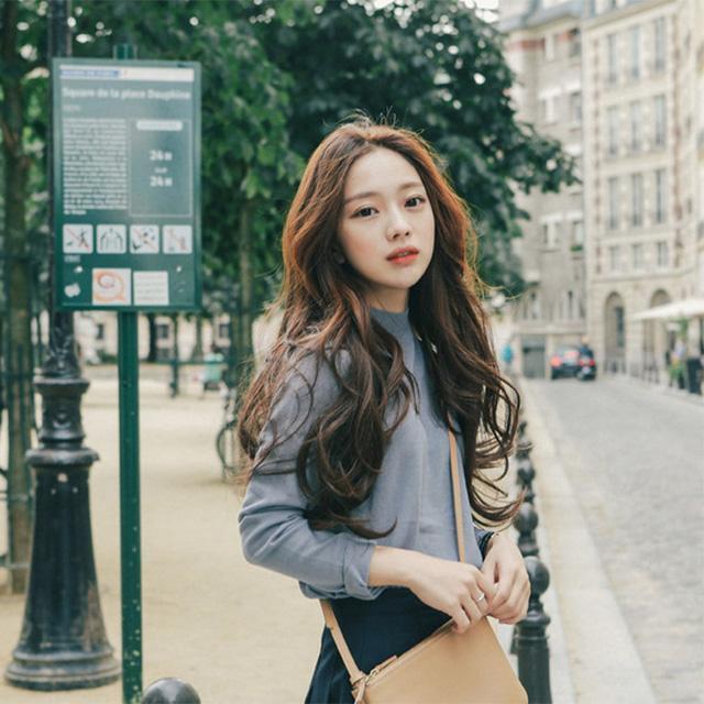 Các minh tinh xứ Hàn rất yêu thích kiểu tóc uốn gợn sóng